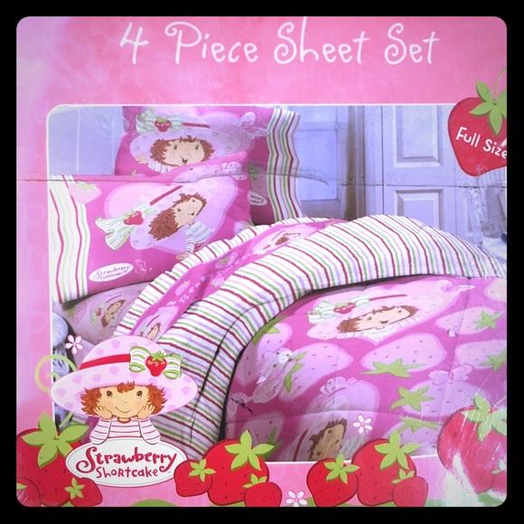 . Strawberry Shortcake full size sheets NWT
